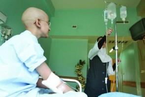جدال هم زمان با سرطان و گرانی / بیماران سرطانی و دغدغه گرانی دارو
