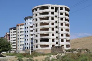 مسکنهای مهر هنرمندان ارومیه هنوز خاک میخورد