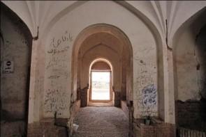 خاطرهنویسی داغی که تن آثار تاریخی را میرنجاند
