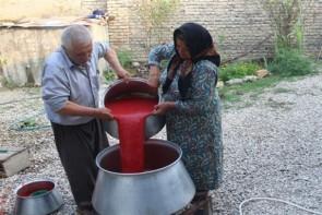 پخت رب خانگی هنر دست بانوان آذربایجانغربی