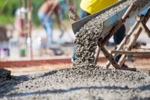 کمبود و عطش بازار برای سیمان/پروژههای عمرانی در ارومیه با مشکل روبه رو هستند